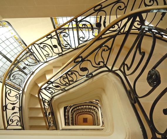 Escalier-haussmanien.jpg