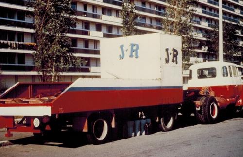 matériel roulant du cirque Jean Richard ( archives Raymond Marti)
