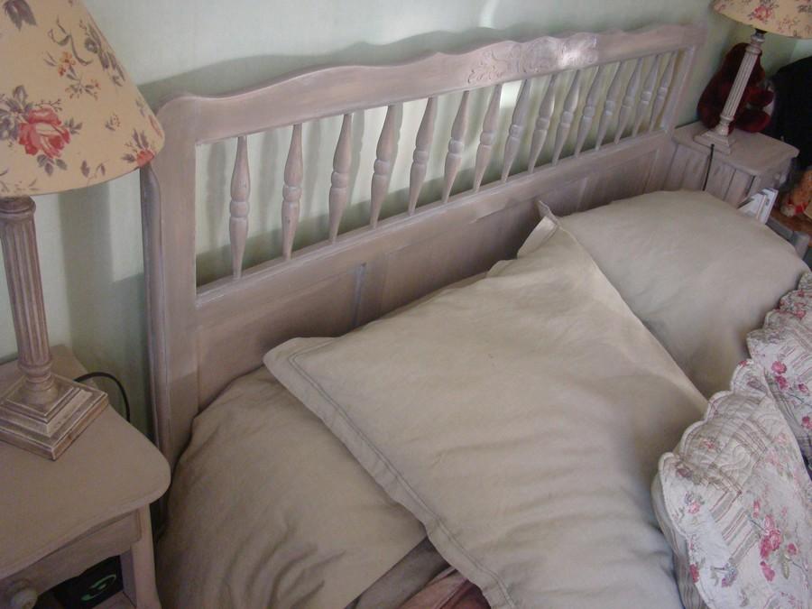 travaux de peinture sur vieux meubles en bois lav ro. Black Bedroom Furniture Sets. Home Design Ideas