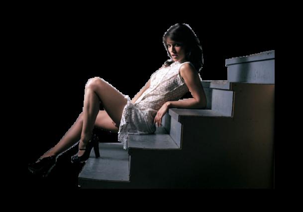 Tube femme assise