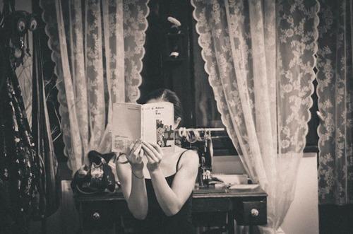 5- Femmes lisant- Photographies n/b suite