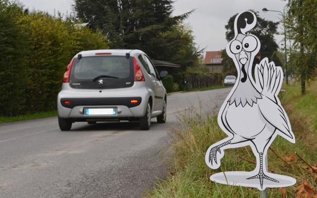 Saint-Cergues   installe de drôles de panneaux contre la vitesse