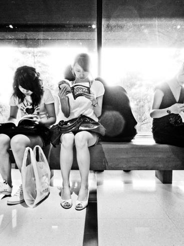 2- Jeunes filles lisant- Photographies suite