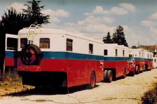 anciens véhicules de la STH aux couleurs du cirque Jean Richard