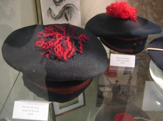 Bonnet-de-laine-tenue-de-travail-1858.jpg