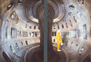 http://lancien.cowblog.fr/images/Sciences/tokamak2.jpg