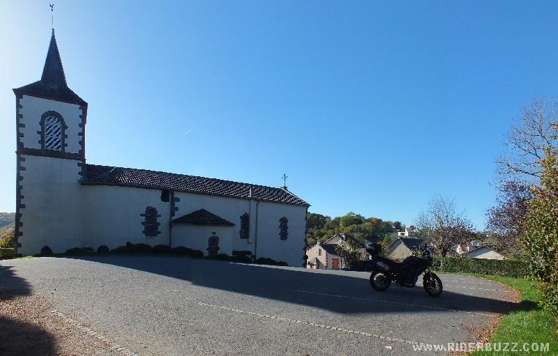 Entre Allier et Puy de Dôme , une balade moto de gorges sauvages en méandres