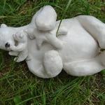 Alizée: scène d'amour et de jeux entre une mère ours blanc et ses petits