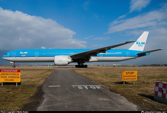 PH-BVB-KLM-Royal-Dutch-Airlines-Boeing-777-300_PlanespottersNet_373780