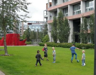 Les enfants et les espaces publics à Stockholm