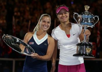 Li Na et Dominika Cibulkova avec leurs trophées