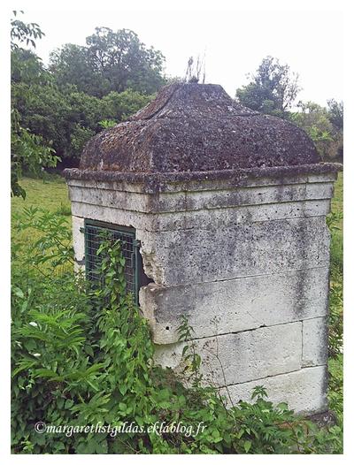 Dordogne : vieux puits - old wells