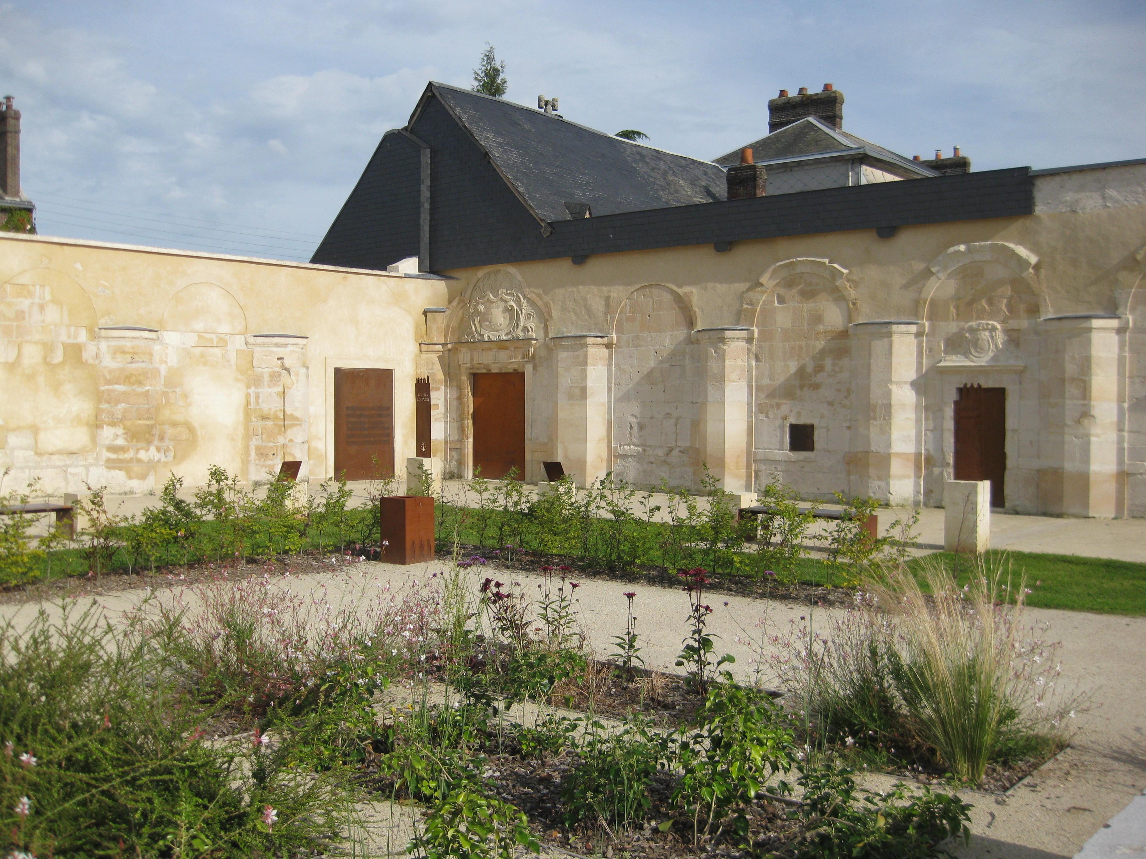 Jardin du clo tre de la chartreuse de petit quevilly - Jardin des oiseaux petit quevilly ...