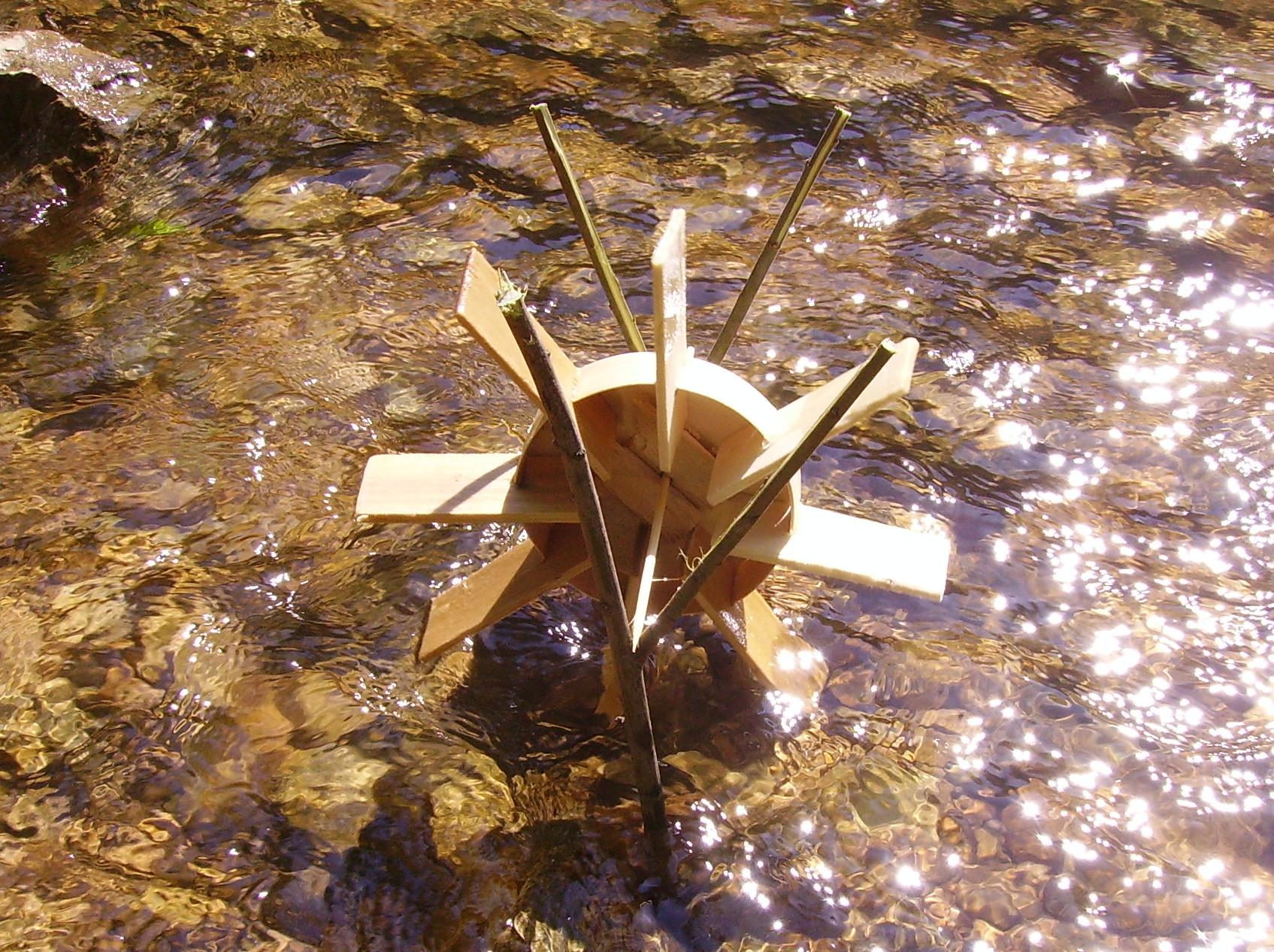 fabriquer un moulin eau en bois rev tements modernes du toit. Black Bedroom Furniture Sets. Home Design Ideas