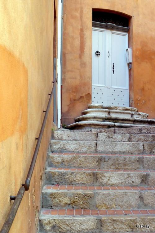 Grasse: des portes …