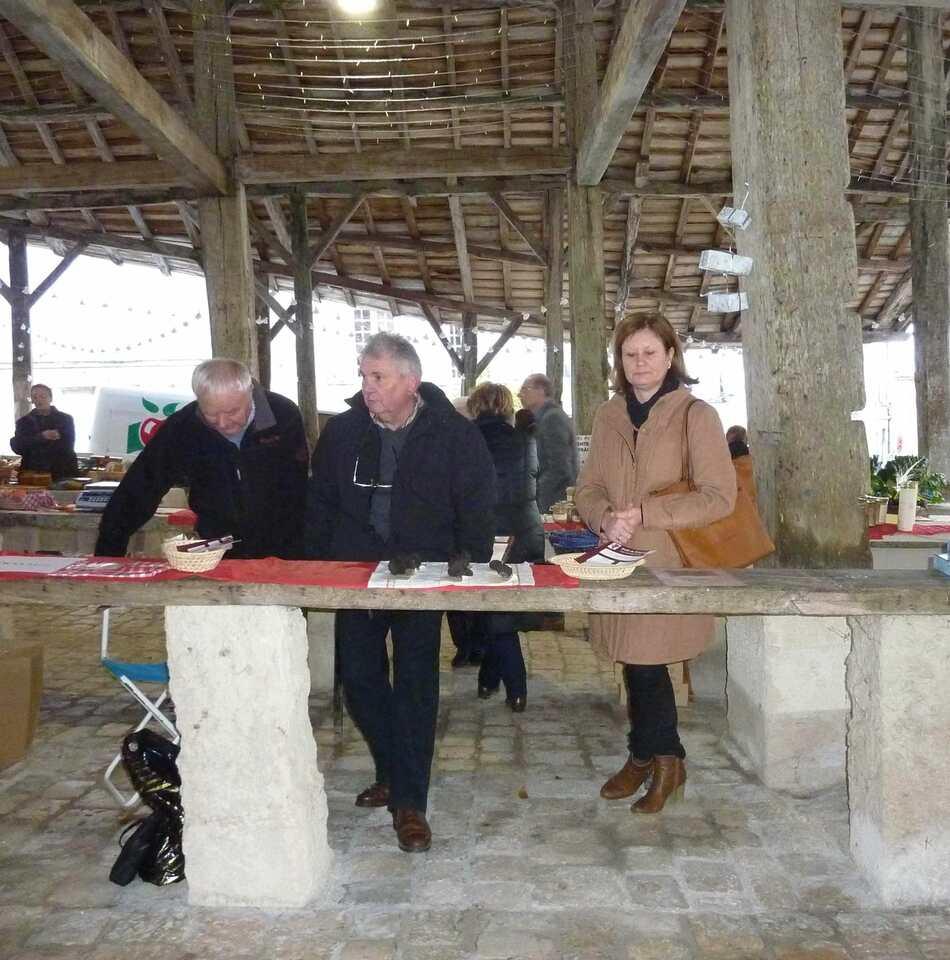 Marché aux truffes de Villebois de décembre.