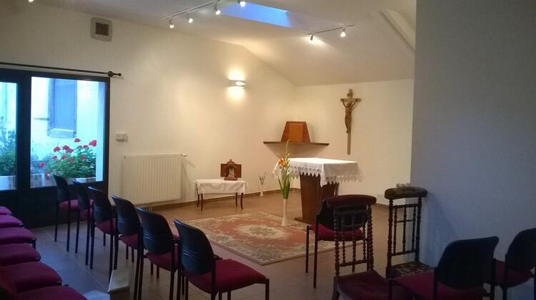 Adoration dans l'oratoire rénové