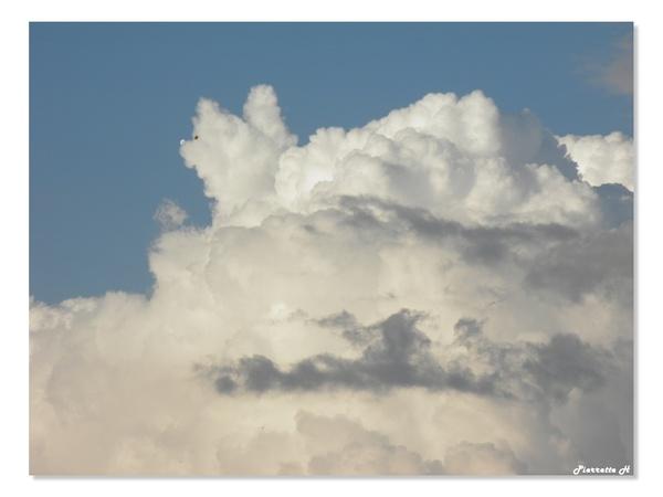 En regardant les nuages