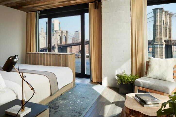 Voyager en Images 4:  1 Hotel Brooklyn Bridge: Brooklyn, sous le pont