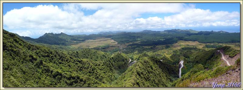 Vue panoramique sur Nuku Hiva - Iles Marquises - Polynésie française