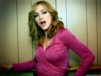 madonna-hung-up-video-cap-0016
