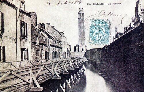 Le phare et le boulevard des Alliés