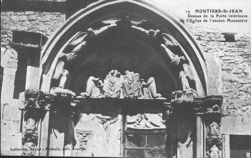 Le portail de l'Abbaye de Moûtiers Saint Jean