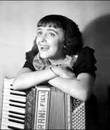 Blog de lafarandoledeschansons : La Farandole des Chansons, Une grande dame de la chanson française est là pour nous, Edith PIAF et son accordéoniste