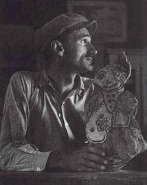 Gaston Chaissac en 1952 par Robert Doisneau © Musée de l'Abbaye Les Sables d'Olonne