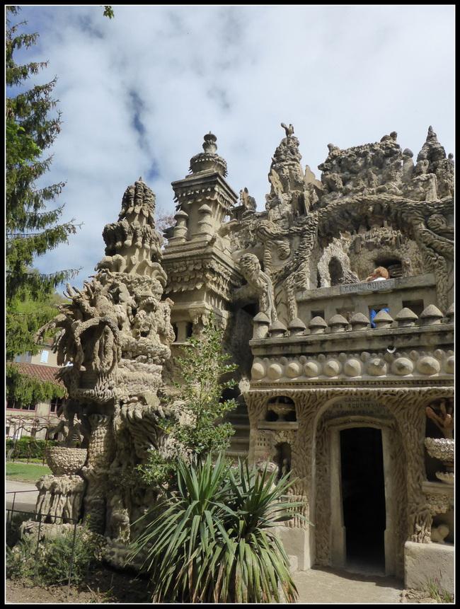A la découverte du Palais du Facteur Cheval....à Hauterives ( Drôme )