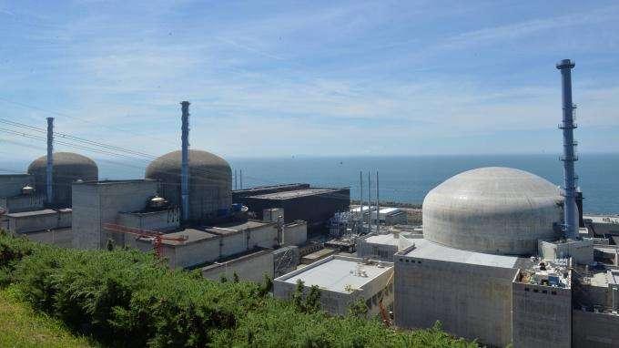 Flamanville : les deux réacteurs de la centrale nucléaire à l'arrêt après la découverte de traces de corrosion