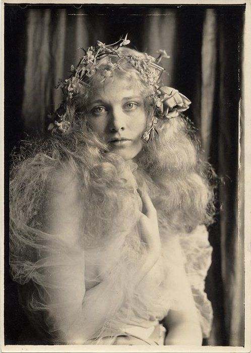 Dolores Costello (Drew Barrymore's grandmother):