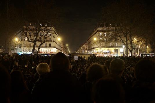 Militants, curieux, fêtards : vingt-quatre heures avec les participants à la Nuit debout