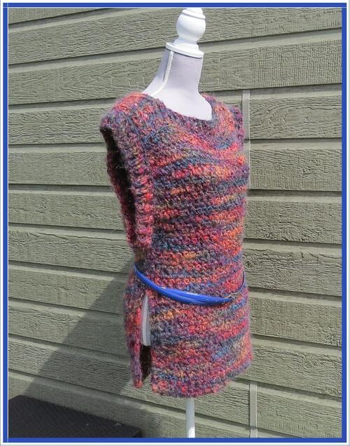 Longue tunique sans manches tricotée main au crochet