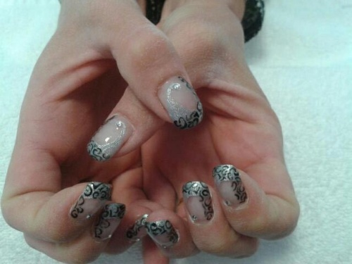 Nail art Baroque argent/noir
