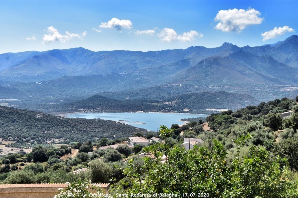 Au loin, le barrage de Codole - Santa-Reparata-di-Balagna  -  Corse