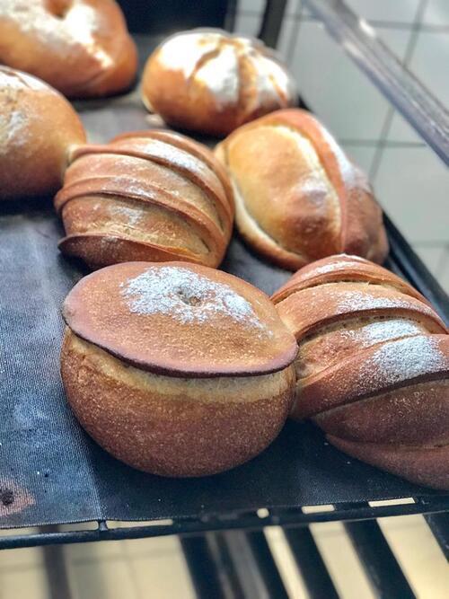 les boules de noël en pain de campagne