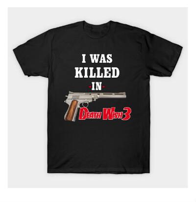 Un T-Shirt noir....
