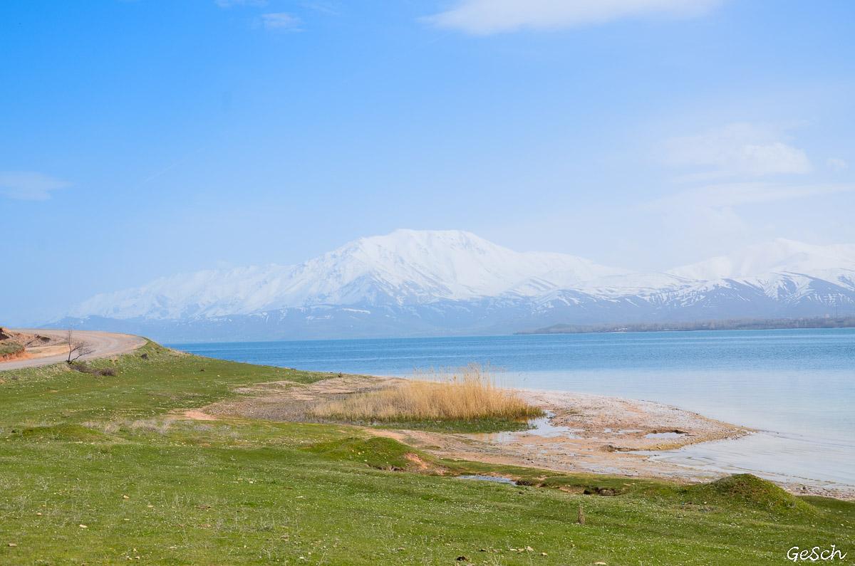 akdamar gevas cimetière seldjoukide lac van schnoebelen