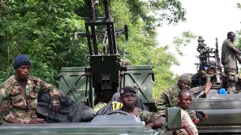 Des combattants pro-Ouattara mardi à Duekoue, dans l'ouest du pays.