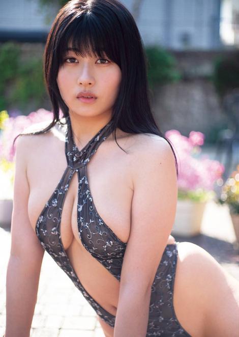 Magazine : ( [Young Gangan] - 2020 / N°10 - Sayaka Nitori, Morning Musume.'20 ( Homare Okamura, Mei Yamazaki & Rio Kitagawa ) & Yoshino Chitose Staring )