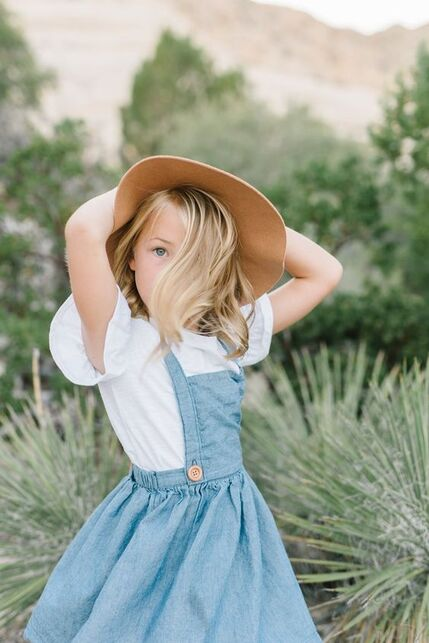 Lacey Alexander | Utah Photographer | Southern Utah Photographer | Snow Canyon | Family Posing | Posing Ideas | St. George Photographer | What to Wear | Family Photography Inspiration | Family Photography | Storytelling | Lifestyle Photography Storytelling Photography | Ideas to wear to family Photos