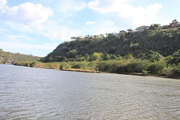 sur le fleuve Chavon (13)