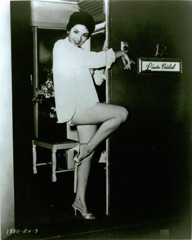 Mature woman posing nude
