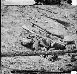 Mathew Brady-Soldat confédéré mort 1865