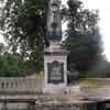 Statue à l'entrée du pont