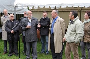 4- Nicolas Fayette a gauche, le maire Roland Devis au micro, le Prefet et Yves Nicolin