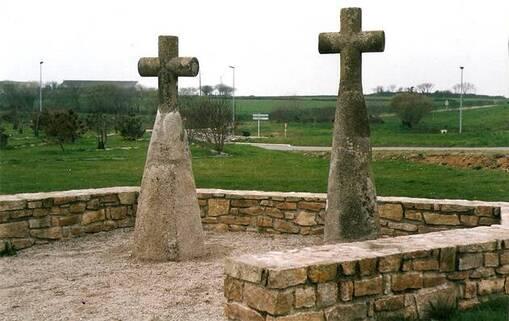 Plus travaillées que les menhirs d'Obélix, les stèles de l'époque gauloise sont nombreuses dans l'ouest du Finistère,comme ici à Locmaria-Plouzané. Les croix ont été ajoutées plus tard.