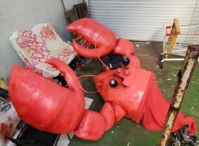 Hallucinant : Guet-apens policier pour capturer un homard géant !