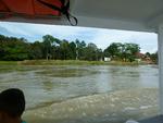 Arrivee en petit bateau a Parismina